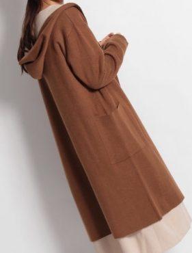 厚みがあり暖かく着られるニットコート